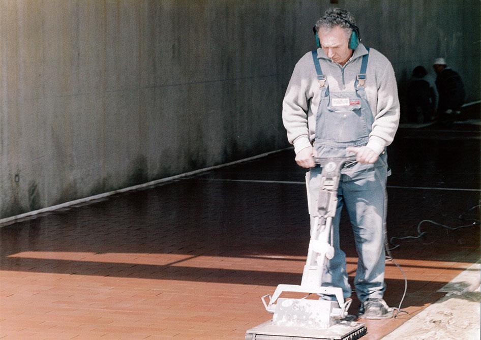Ruettelbelag Maschine von Reiter-Fliesen